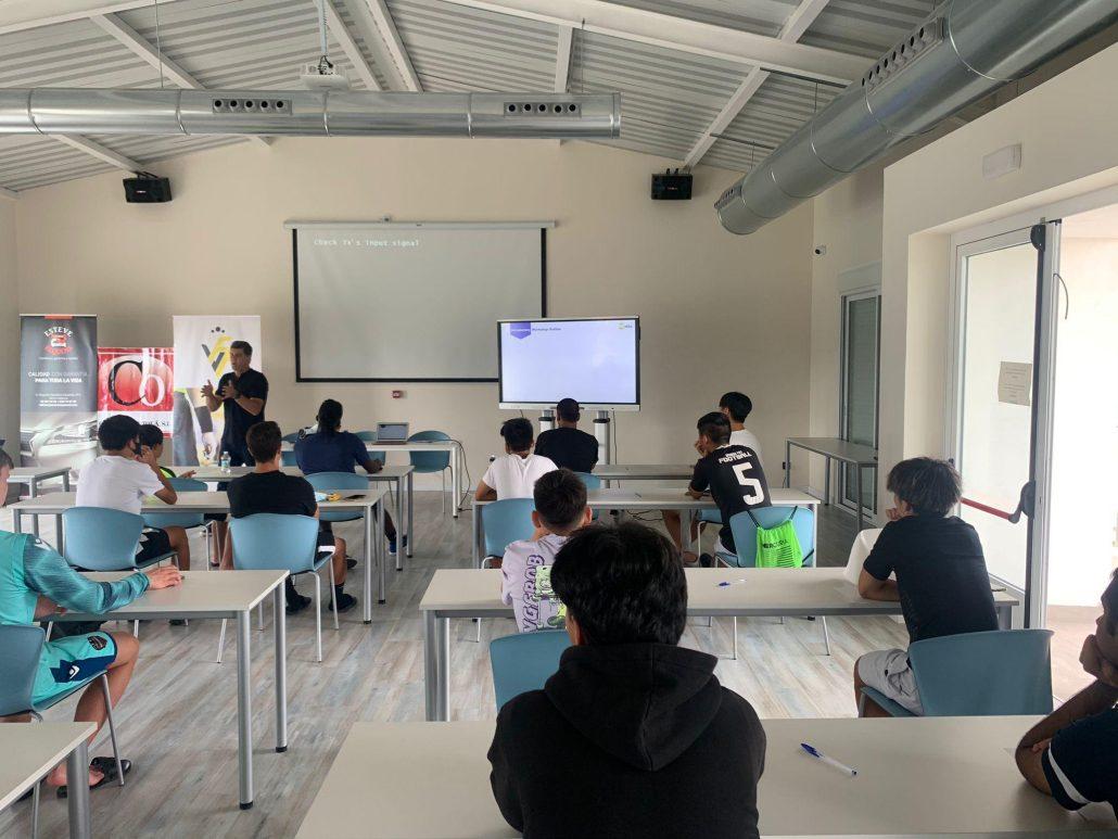 Russell Grocott given a sport psychology class for Spain Rush-SPF
